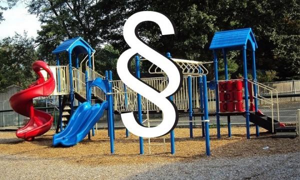 Przepisy dotyczące publicznego placu zabaw - prawo budowlane i normy bezpieczeństwa.