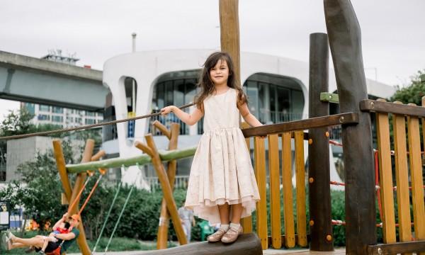 Publiczny plac zabaw – drewniany czy metalowy?