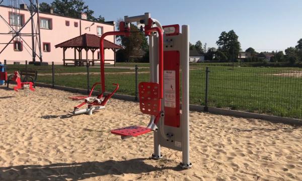 Wybór konstrukcji nośnej na siłownię zewnętrzną – pylon czy słup?