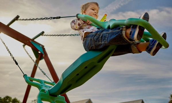 4 sposoby na jesienne zabawy z dzieckiem w ogrodzie
