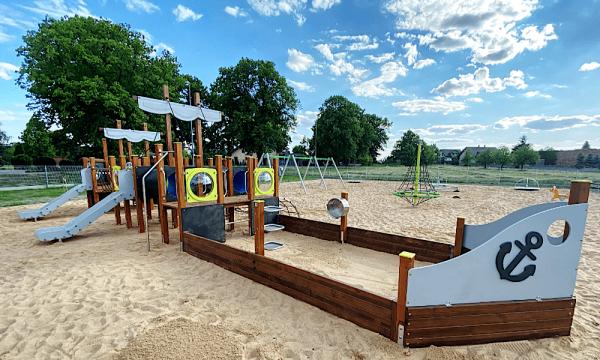 Piaskownica na placu zabaw – rodzaj piasku, wymiana i inne przydatne informacje